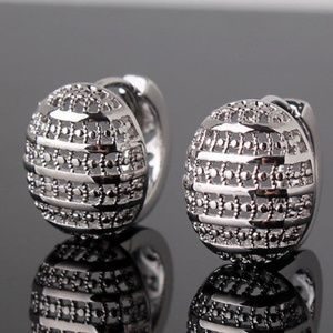 Jewelry - 18kt White Gold Earring